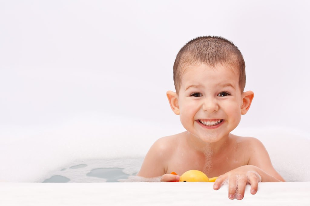 Remove chlorine and chemicals from bath water