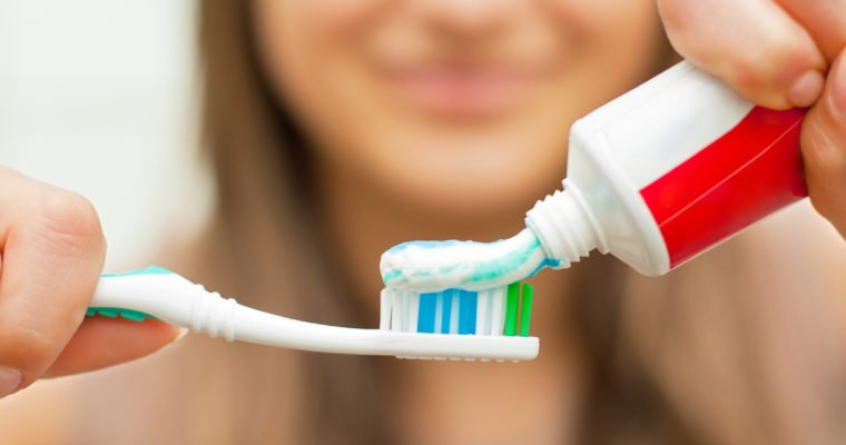 Chemicals Commonly Found Toothpaste & How to Pick a Safer Option