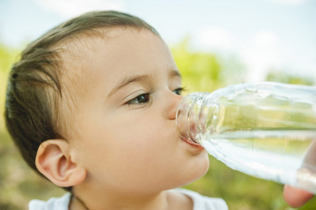 Avoid plastics and chemical exposure to babies and toddlers. How to choose a safe BPA-free bottles and sippy cups without toxic chemicals.