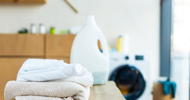 Finding Safe Cleaning Products & Ditching Harmful Household Chemicals